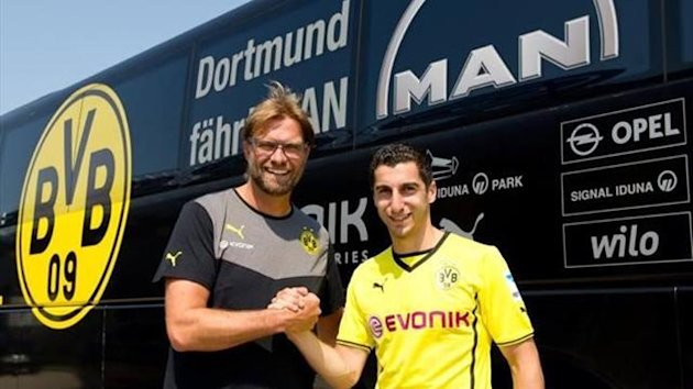 Jurgen Klopp and Henrikh Mkhitaryan after he signed for Borussia Dortmund (Twitter)