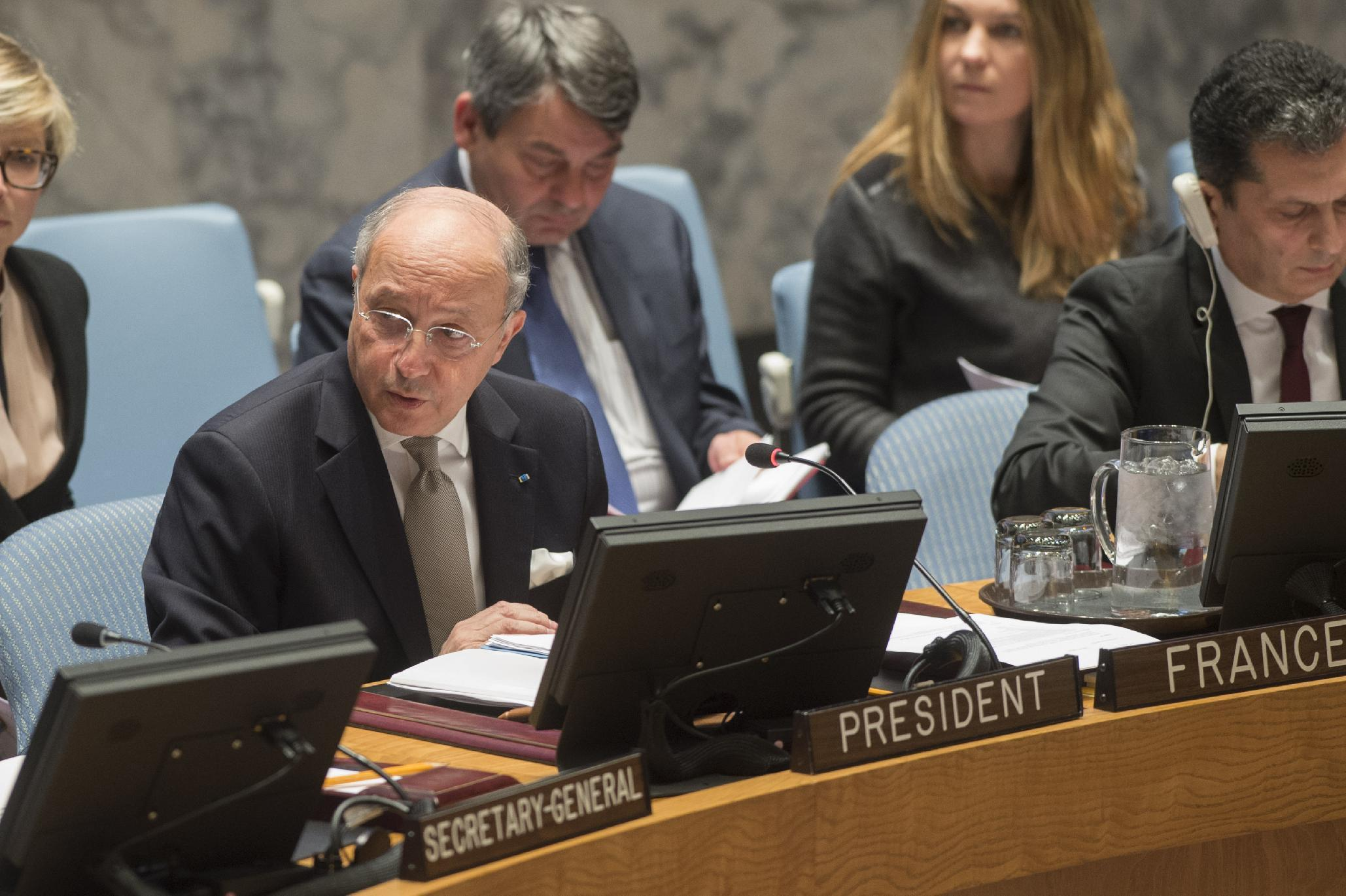 France calls for Islamic State to be referred to ICC