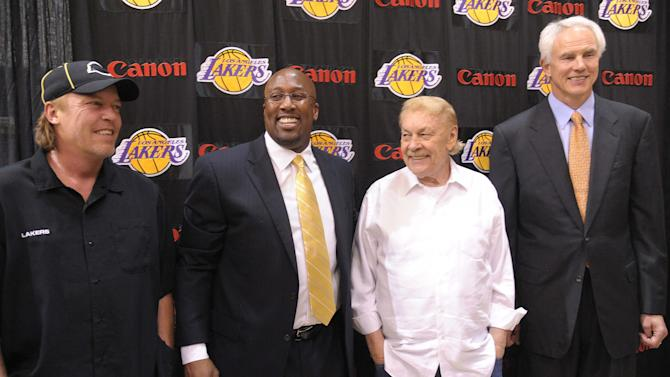 NBA: Los Angeles Lakers-Mike Brown Press Conference