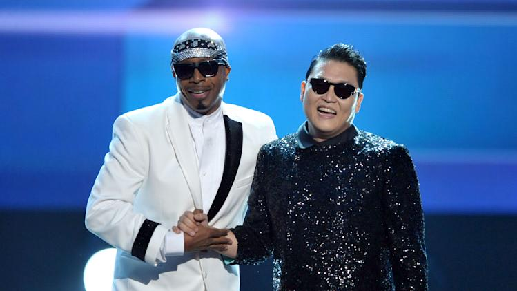 MC Hammer, left, and PSY appear on stage at the close of the 40th Anniversary American Music Awards on Sunday, Nov. 18, 2012, in Los Angeles. (Photo by John Shearer/Invision/AP)
