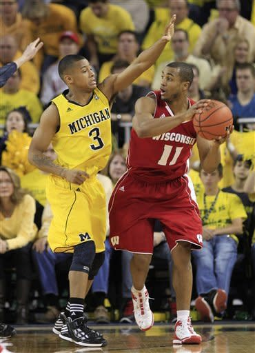 No. 16 Michigan downs No. 18 Wisconsin 59-41