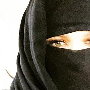 Khloe Kardashian Causes Controversy with Niqab Selfie