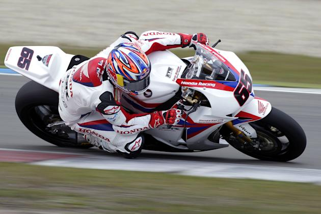 Briton Jonathan Rea rides his Honda during the qualification of the WC Superbike on the TT circuit in Assen on April 21, 2012.          AFP PHOTO / ANP / VINCENT JANNINK netherlands out (Photo credit