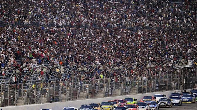 Tony Stewart (14) and Greg Biffle (16) lead the pack at the start of the NASCAR Sprint Cup Series auto race at Atlanta Motor Speedway, Sunday, Sept. 2, 2012, in Hampton, Ga. (AP Photo/David Tulis)