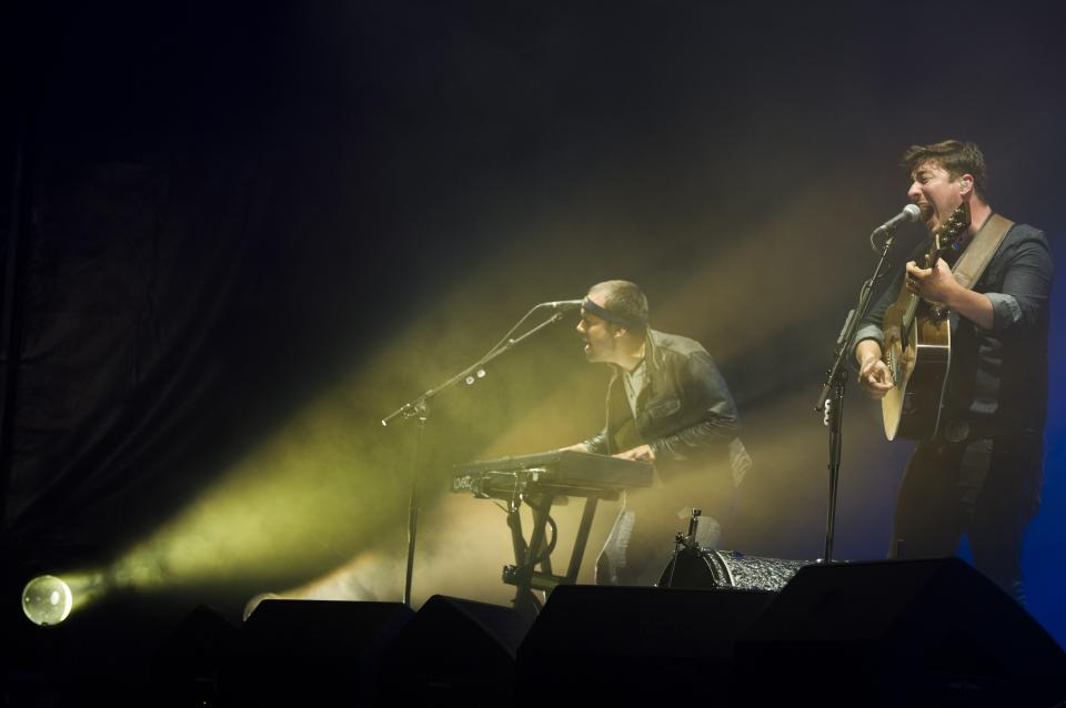 Mumford & Sons band members, from left, Ben Lovett and Marcus Mumford perform on Wednesday, Aug. 28, 2013 at the West Side Tennis Club in the Forest Hills neighborhood of the Queens borough of New York. (Photo by Charles Sykes/Invision/AP)