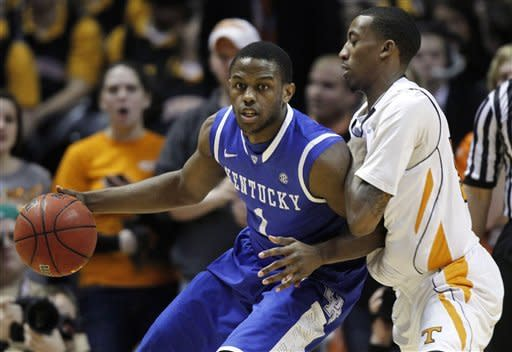 No. 2 Kentucky outlasts Tennessee for 65-62 win
