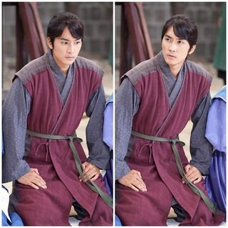 Song Seung Hun Kneels in a Perilous Situation on 'Time Slip Dr. Jin'