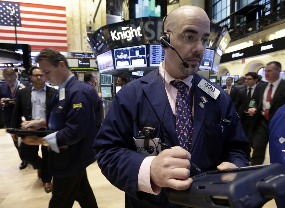Stocks edge higher as earnings reports begin