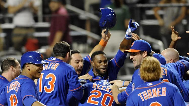 Young's rare HR helps Mets snap Royals' win streak