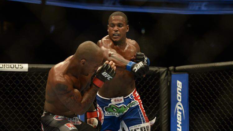 MMA: UFC on FOX 7-Carmont vs Larkin