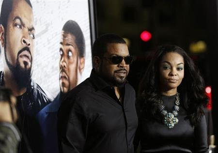 "Cast member Ice Cube and his wife Kimberly Woodruff pose at the premiere of ""Ride Along"" at the TCL Chinese theatre in Hollywood, California January 13, 2014. REUTERS/Mario Anzuoni"
