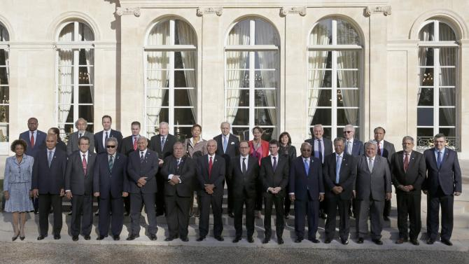 French President Hollande is surrounded by participants of a France-Oceania summit ahead of the Climate Change conference as they pose for a family picture at the Elysee Palace in Paris