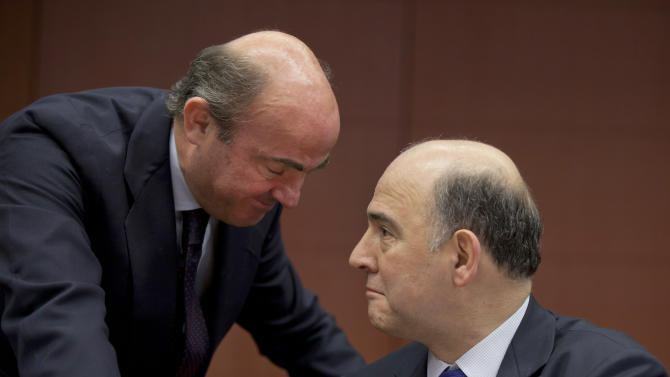 Spain's Economy Minister Luis de Guindos, left, speaks with French Finance Minister Pierre Moscovici during a meeting of  eurogroup finance ministers in Brussels on Monday, March 4, 2013. The eurogroup finance ministers are set to discuss details of a bailout for cash-strapped Cyprus, further steps of assistance for Portugal and Ireland as well as the controversial issue of direct banking recapitalizations through Europe's permanent rescue fund. (AP Photo/Virginia Mayo)