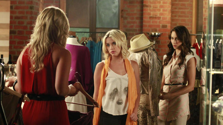 """Pretty Little Liars"" - ""Single Fright Female"": ASHLEY BENSON, TROIAN BELLISARIO"