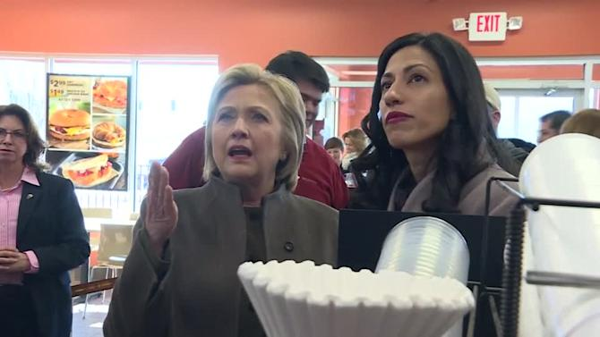 Clinton satisfies sweet tooth at Dunkin' Donuts
