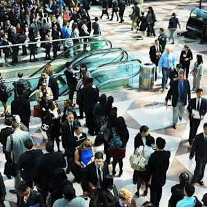 Weekly Jobless Claims Drop Sharply