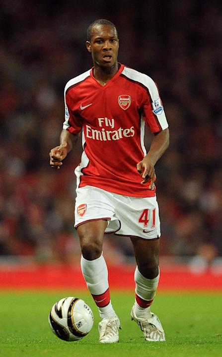 Gavin Hoyte joins Dagenham & Redbridge after Arsenal exit