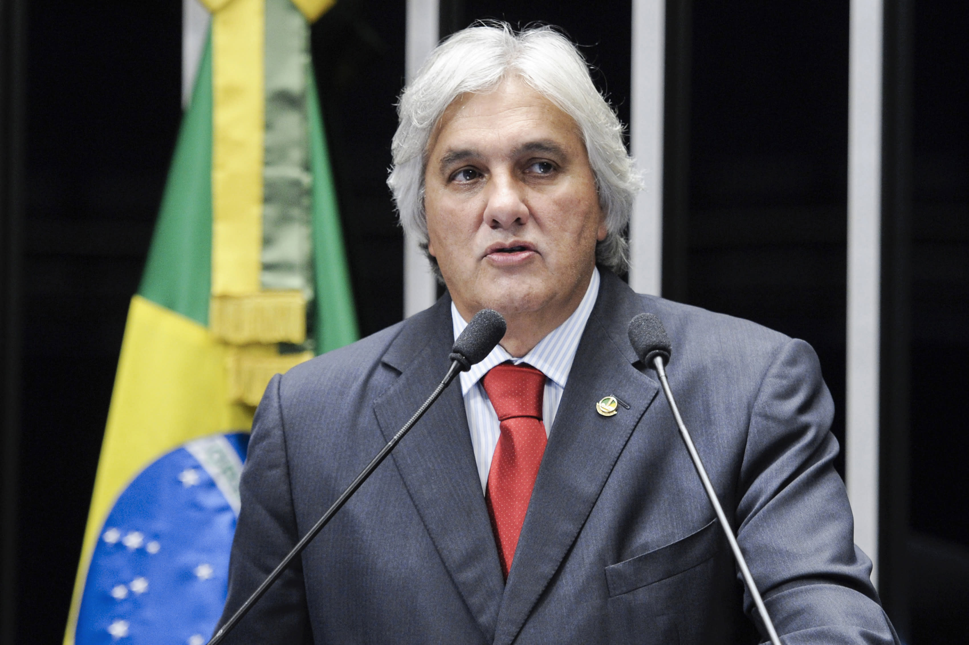 Brazil police arrest government Senate leader