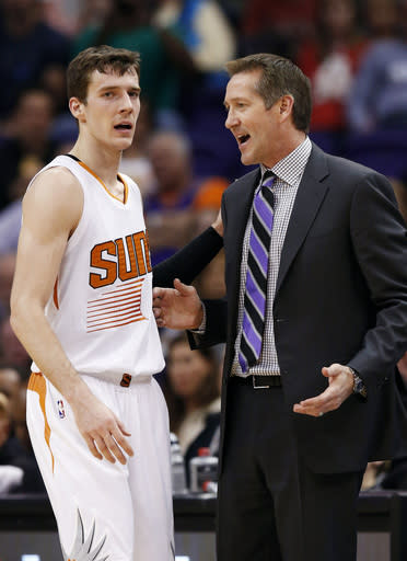 Dragic, Phoenix beat depleted Warriors 122-109