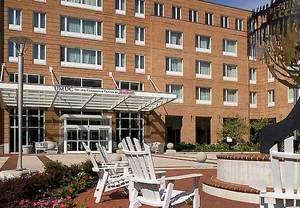 Hyattsville, MD Hotel Offers Complimentary Shuttle to Campus, Metro, Entertainment