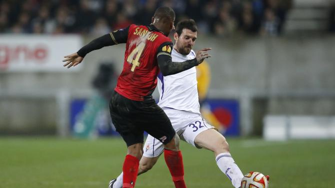 Guingamp's Sankoh fights for the ball with Fiorentina's Lazzari during their Europa League Group K soccer match at the Roudourou stadium in Guingamp