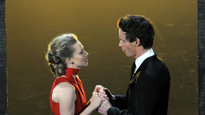 "Actors Amanda Seyfried, left, and Eddie Redmayne, from the cast of ""Les Miserables,"" perform during the Oscars at the Dolby Theatre on Sunday Feb. 24, 2013, in Los Angeles.  (Photo by Chris Pizzello/Invision/AP)"
