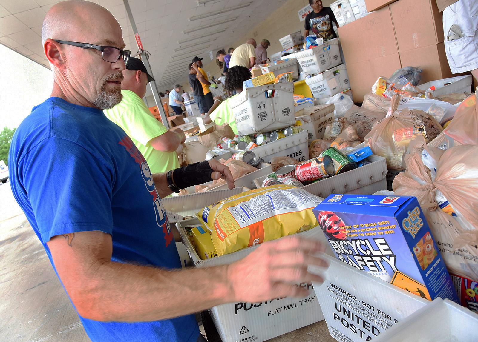 Is It Better to Donate Food or Money Around the Holidays?