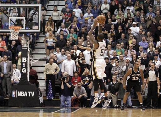 Williams' 3 at buzzer lifts Jazz over Spurs 99-96