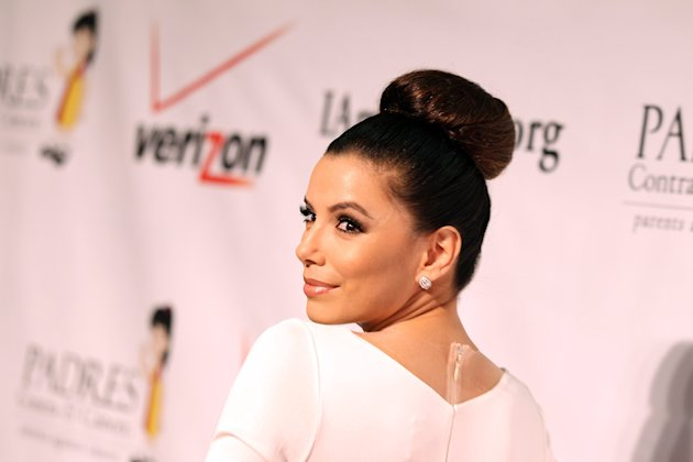Eva Longoria luce cada da ms radiante. La actriz, que es novia del futbolista Mark Snchez, luci un vestido superajustado durante la presentacin de la gala El Sueno De Esperanza' , de Padres Contr