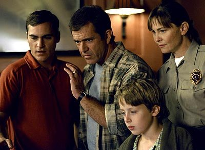 Joaquin Phoenix , Mel Gibson , Rory Culkin and Cherry Jones in Touchstone's Signs