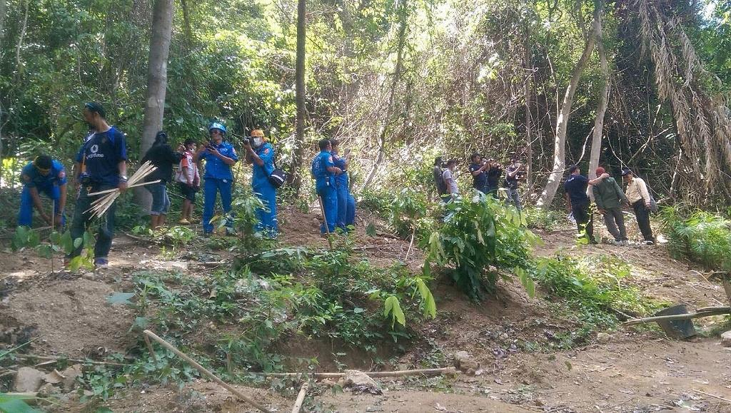 Mass 'migrant prison camp' grave found in Thailand