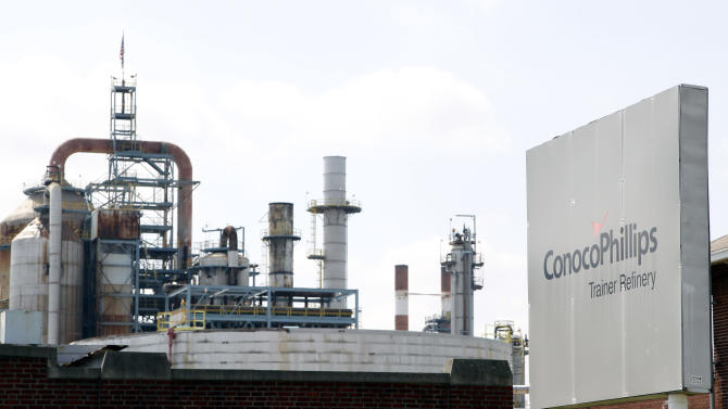FILE - This Thursday, April 19, 2012 file photo shows the ConocoPhillips refinery in Trainer, Pa., near Philadelphia.  Delta Air Lines Inc. Monday, April 30, 2012 said it will buy the refinery as part of an unprecedented deal that it hopes will cut its jet fuel bill. Delta is buying the Trainer, Pa. refinery from Phillips 66, a refining company being spun off from ConocoPhillips. Delta says a subsidiary will pay $150 million, including $30 million in job-creation assistance it is getting from the state of Pennsylvania. (AP Photo/Alex Brandon)