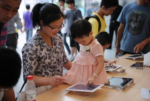 &lt;p&gt;A mother and daughter play with an Apple iPad at an Apple store in Shanghai on July 2. Apple is preparing to launch a smaller tablet computer in the coming months in a bid to maintain its edge in an increasingly crowded market, the Wall Street Journal reported Thursday.&lt;/p&gt;
