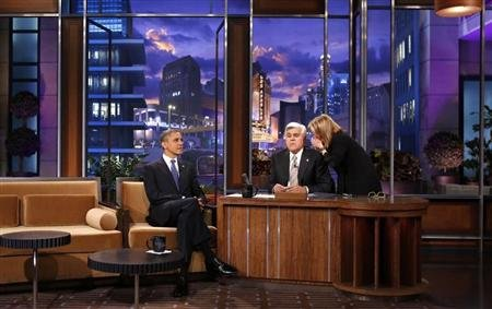 Executive producer Debbie Vickers (R) speaks to host Jay Leno during a break as U.S. President Barack Obama (L) looks out to the audience during his appearance on the Tonight Show in Los Angeles, California October 24, 2012. REUTERS/Kevin Lamarque