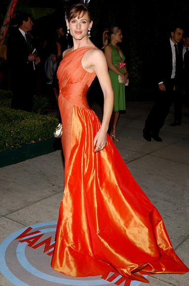 Model of perfection (Jennifer Garner and Valentino and Gucci)