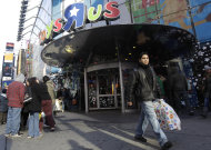 <p>               FILE - In this Dec. 24, 2011 file photo, a last-minute shopper leaves the Toys R Us flagship store in New York's Times Square. A mall trade group said Wednesday, Dec. 28, 2011, that last minute shoppers gave merchants a solid lift during the final week before Christmas. (AP Photo/Mary Altaffer, File)
