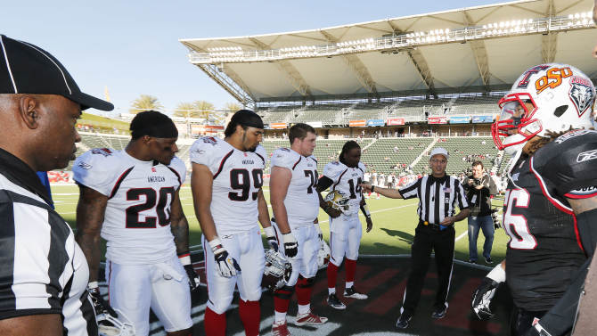 IMAGE DISTRIBUTED BY AP IMAGES FOR NFLPA- Referee Steve Strimling speaks to both the National team and American team captains before the coins toss in the NFLPA Collegiate Bowl on Saturday, Jan. 19, 2013 in Carson, Calif. (Ric Tapia/AP Images for NFLPA)