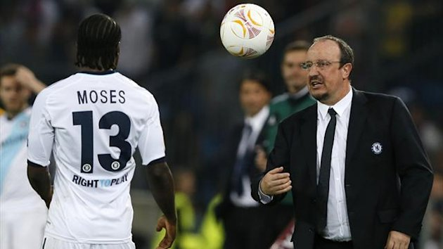 Chelsea's coach Rafael Benitez (R) throws the ball to Victor Moses (Reuters)