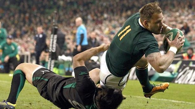 South Africa's Francois Hougaard battles past Ireland's Conor Murray (Reuters)
