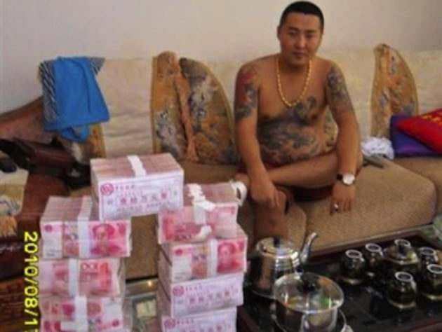 chinagangster1 Chinese gangster's 'stolen' cell phone pictures going viral articles