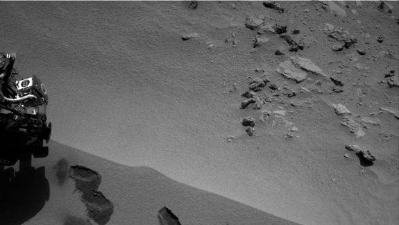 Yum! Curiosity Rover Swallows 1st Mars Sample, Finds Odd Bright Stuff