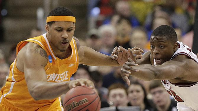 Tennessee beats Massachusetts 86-67 in NCAAs
