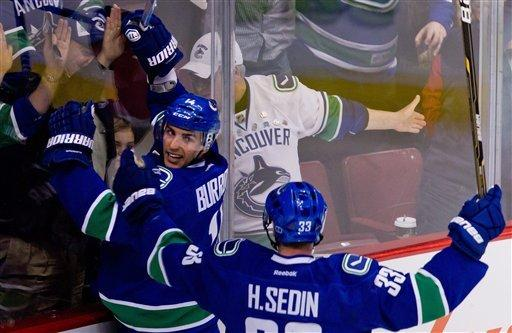 Canucks top Blues 2-0, stay atop NHL standings