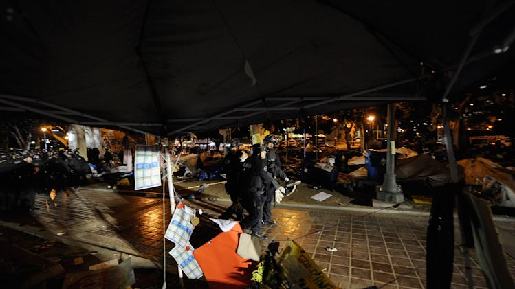 Los Angeles Police Move In To Evict Occupy LA Encampment