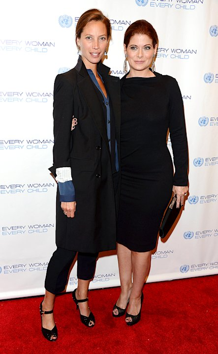 Debra Messing, Christy Turlington