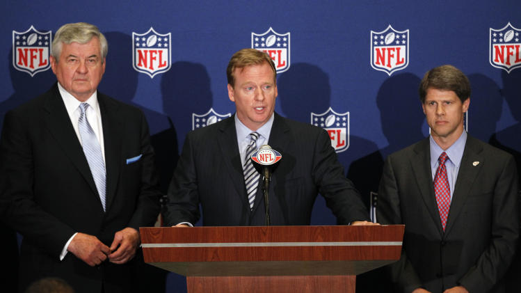 NFL football commissioner Roger Goodell, center, announces that NFL owners have agreed to a tentative agreement that would end the lockout pending the players approval in College Park, Ga., on Thursday, July 21, 2011. Carolina Panthers owner Jerry Richardson, left, and Kansas City Chiefs owner Clark Hunt look on. (AP Photo/John Bazemore)