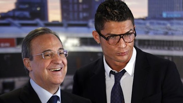 Real Madrid's Cristiano Ronaldo (R) poses beside club president Florentino Perez after a ceremony at Santiago Bernabeu stadium in Madrid September 15, 2013. (Reuters)
