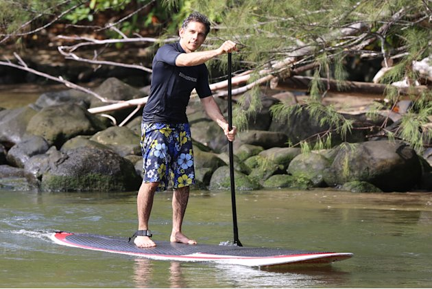 Ben Stiller stand up paddles in Hawaii