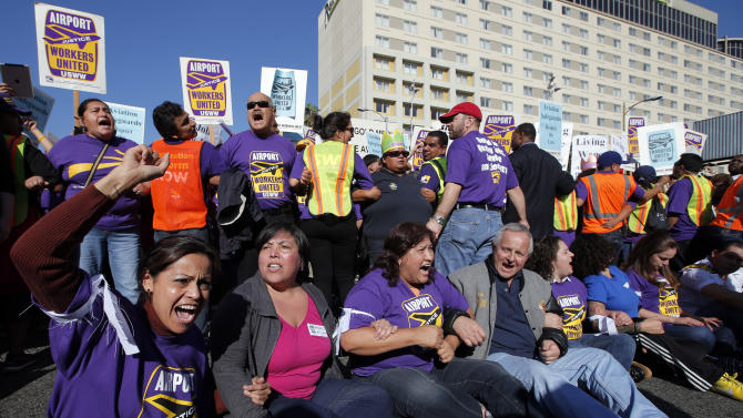 Labor march disrupts LAX Thanksgiving traffic