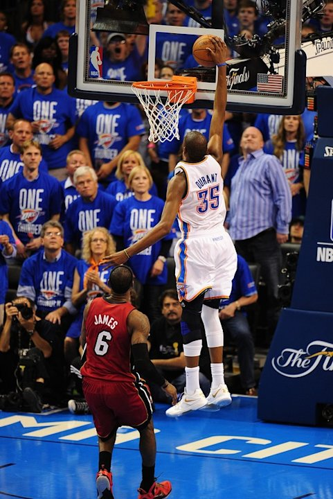 Oklahoma City Thunder's Kevin Durant (R) Makes AFP/Getty Images